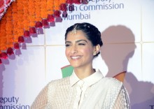 Akshay perfect person to play 'Padman': Sonam