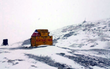 Snowfall in Uttarakhand brings down mercury