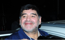 Maradona loses cool after car mobbed in Kolkata