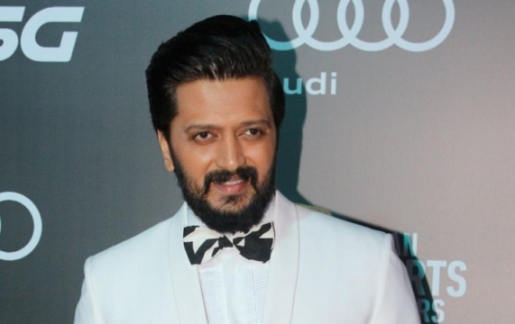 So much to learn from Anupam Kher, says Riteish